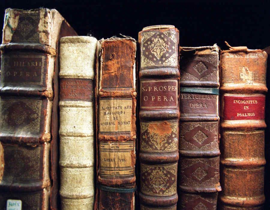 """Biblioteca """"Francesco Bentivegna"""""""